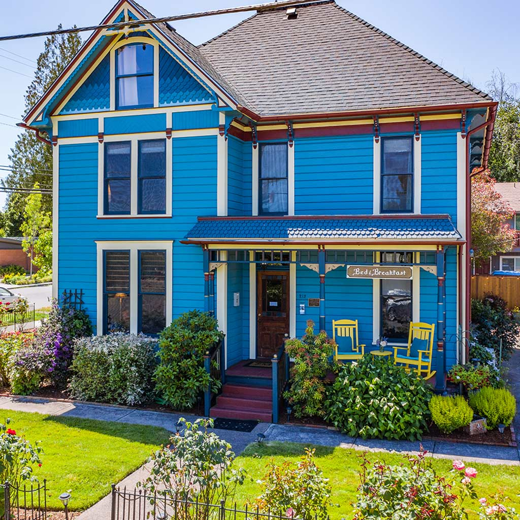 Airbnb House Rental in in the heart of downtown Monmouth, Oregon
